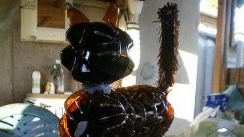 Поделка кот из пластиковой